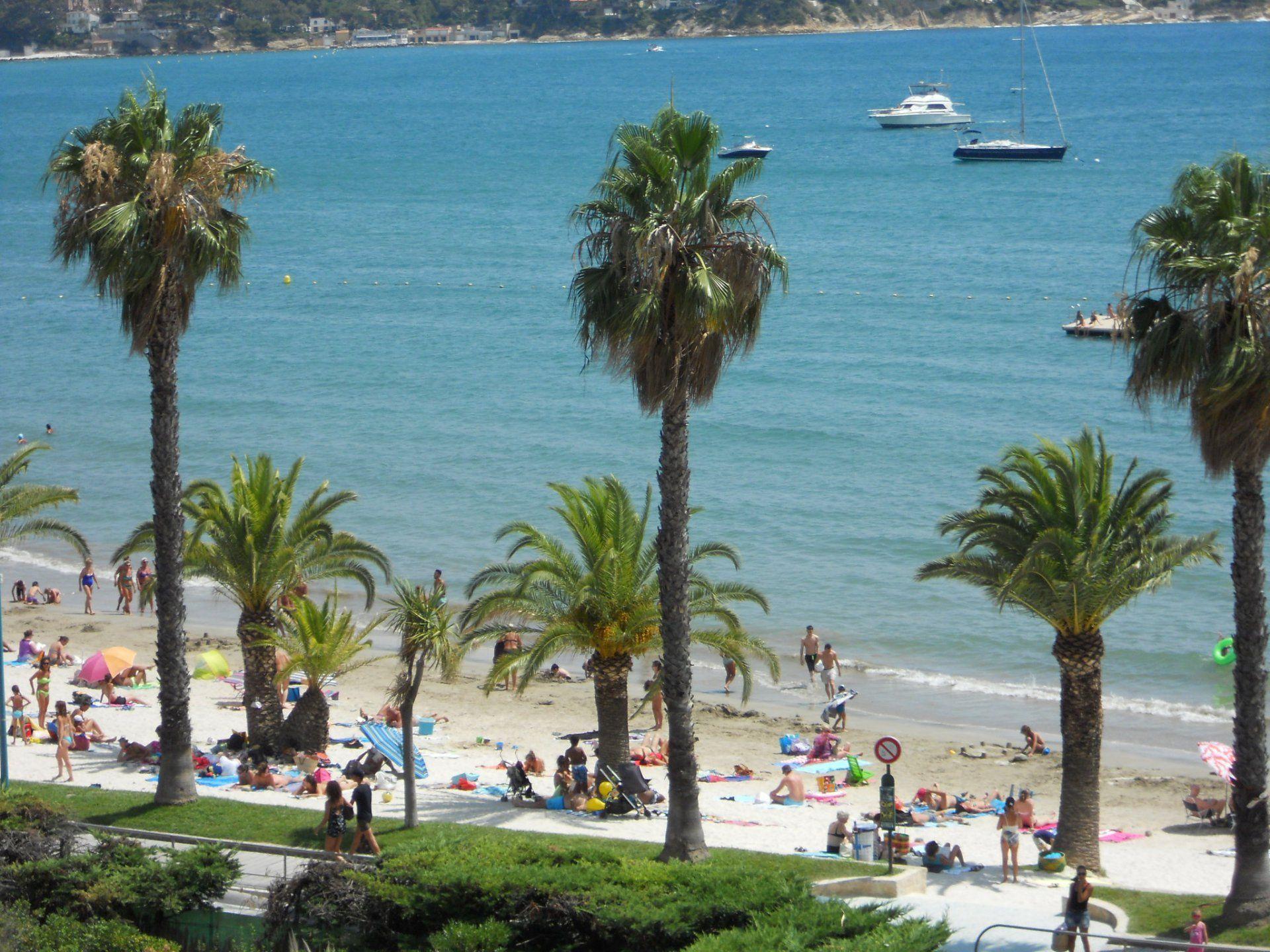 Grand Vallat Beach in Bandol - Var - France - Plages.tv